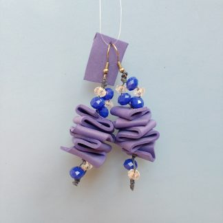 Orecchini Pendenti in Gomma Crepla Viola con Perle, Bigiotteria Artigianale