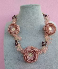 Collana con Fiori in Chiffon Rosa e Perle, Bigiotteria Artigianale