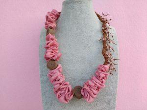 Collana in Organza Rosa con Perle e Gomma Crepla, Bigiotteria Artigianale