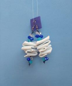 Orecchini Pendenti in Gomma Crepla Bianca con Perle, Bigiotteria Artigianale
