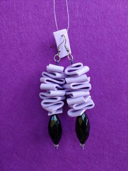 Orecchini Pendenti in Gomma Crepla Lilla con Perle, Bigiotteria Artigianale
