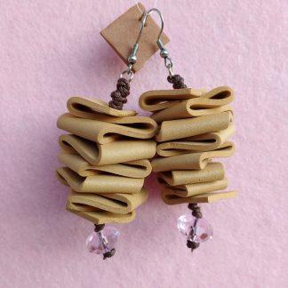 Orecchini Pendenti in Gomma Crepla Marrone Chiaro con Perle, Bigiotteria Artigianale
