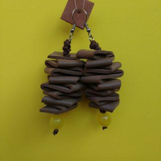 Orecchini Pendenti in Gomma Crepla Marrone con Perle, Bigiotteria Artigianale