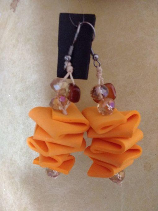 Orecchini Pendenti in Gomma Crepla Pesca con Perle, Bigiotteria Artigianale