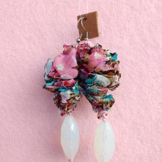 Orecchini Pendenti in Organza Bianca, Rosa e Turchese con Perle, Bigiotteria Artigianale
