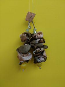 Orecchini Pendenti in Seta Beige e Verde con Perle, Bigiotteria