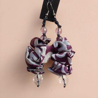 Orecchini Pendenti in Seta Grigia e Viola con Perle, Bigiotteria