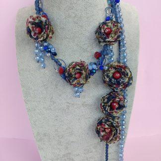 Collana con Fiori in Organza Rossa, Beige, Blu e Perle