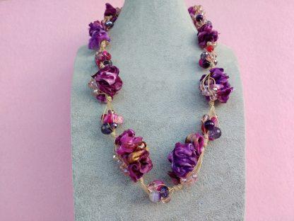 Collana in Organza Rosa e Viola con Perle in Vetro e Mezzo Cristallo
