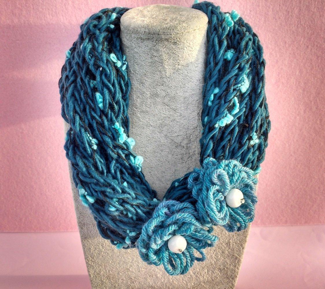 Fiori Azzurri.Collana Di Lana Con Tricotin E Fiori Azzurri Fiori Di Lilla