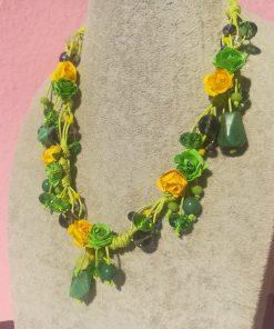 Collana con Fiori Verdi e Gialli di Carta con Bigiotteria e Pietre Verdi