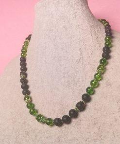 Collana Verde e Nera con Pietre Dure di Peridoto, Lava ed Elementi Tibetani