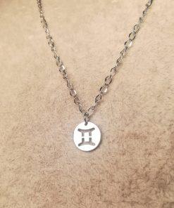 Collana con Ciondolo del Segno Zodiacale dei Gemelli, Fine e Leggera color Argento in Acciaio Inossidabile