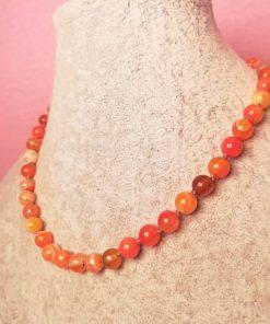 Girocollo di Agata Arancione Striata con Cordino Beige, Elegante, Semplice ed Artigianale